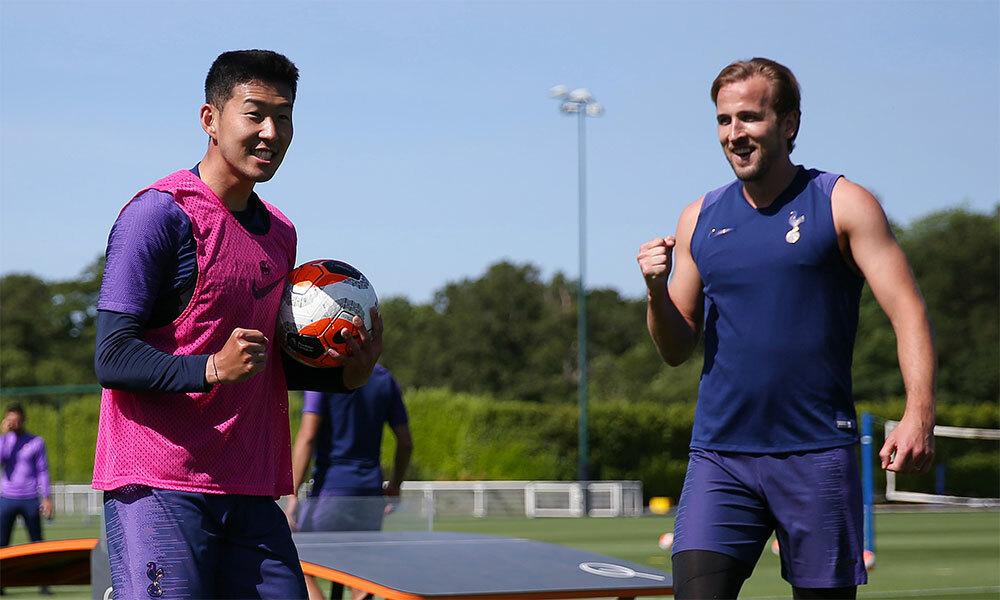 Kane (phải) đã hoàn toàn bình phục chấn thương và sẵn sàng trở lại cùng Tottenham chinh phục vé dự Champions League mùa sau. Ảnh: TH.