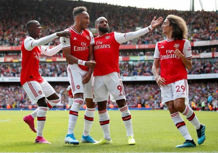 Arsenal sa sút trong môi trường cạnh tranh khốc liệt. Ảnh: Reuters.