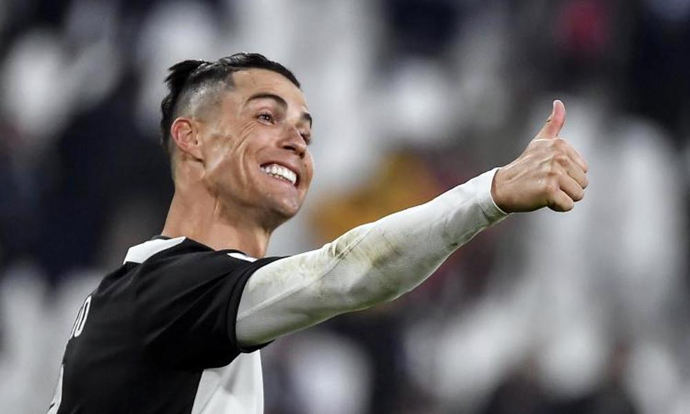 Ronaldo còn hai năm hợp đồng với Juventus. Ảnh: AP.