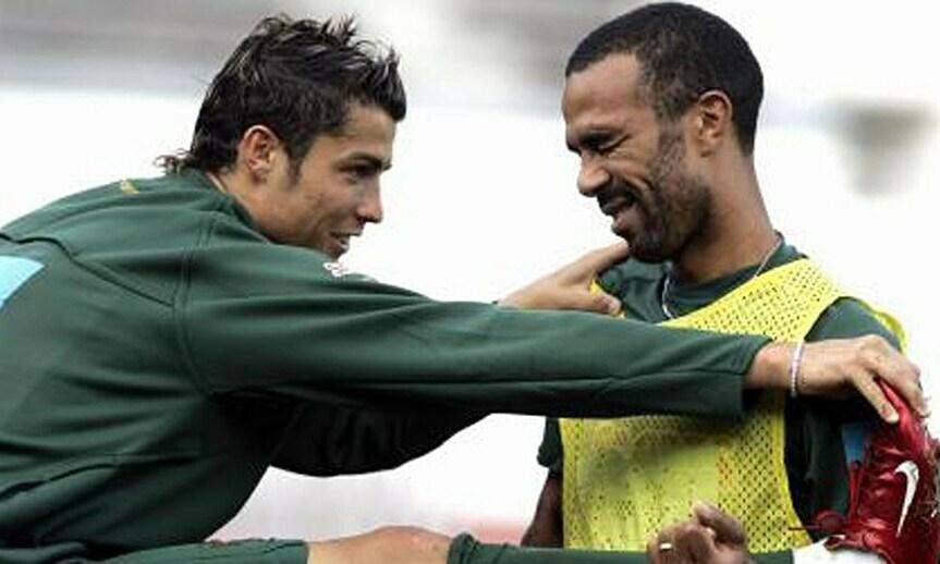 Costinha (phải) là đàn anh của Ronaldo ở Bồ Đào Nha. Ảnh: Record.