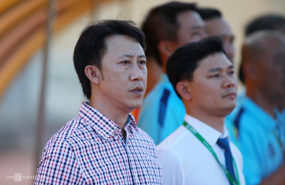 HLV Nguyễn Thành Công ra mắt CLB Thanh Hoá bằng trận hoà 0-0 với SLNA chiều 12/6. Ảnh: Lâm Thoả