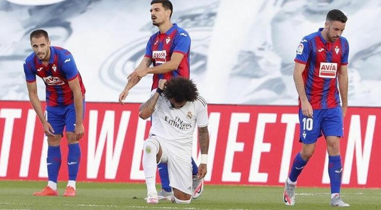 Marcelo quỳ gối ủng hộ cuộc biểu tình ở Mỹ sau bàn nâng tỷ số lên 3-0.
