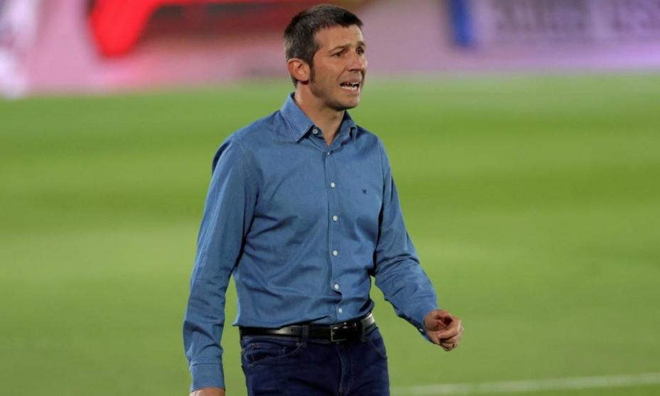 Albert Celades, 44 tuổi, trưởng thành từ lò La Masia và từngkhoác áo Real từ năm 2000 đến 2005. Ảnh: EFE.