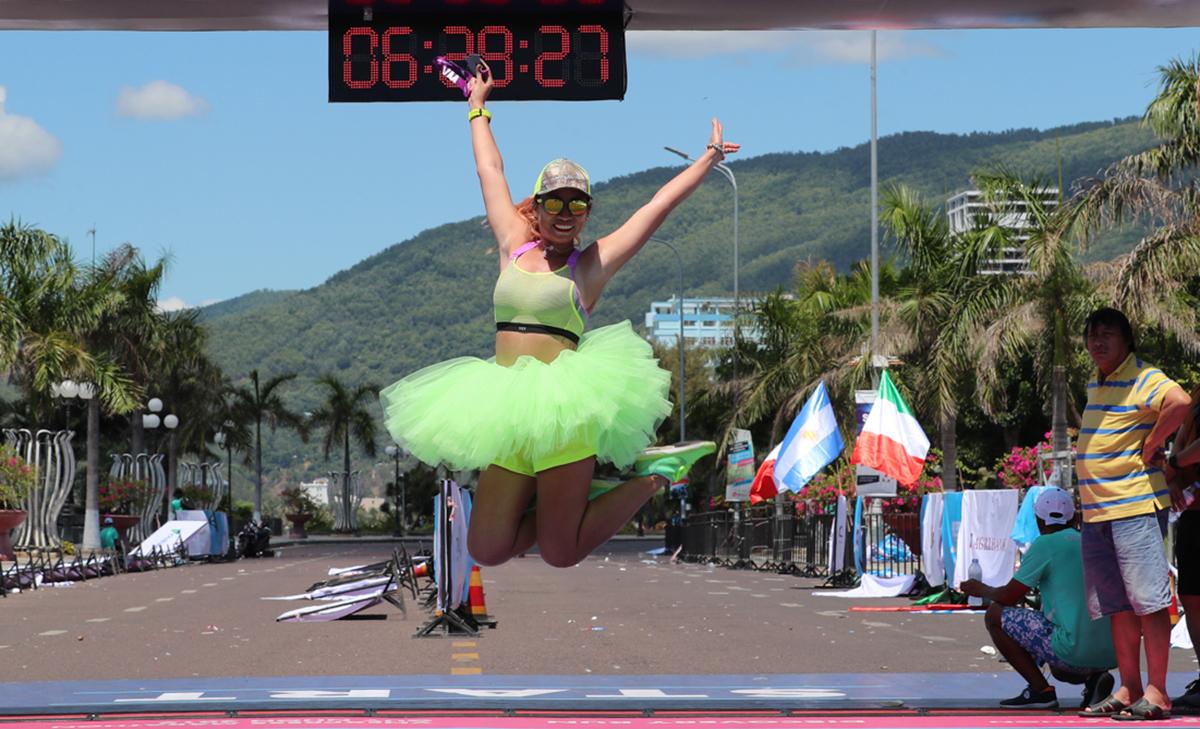 Vận động viên về đích tại VnExpress Marathon Quy Nhơn năm 2019.