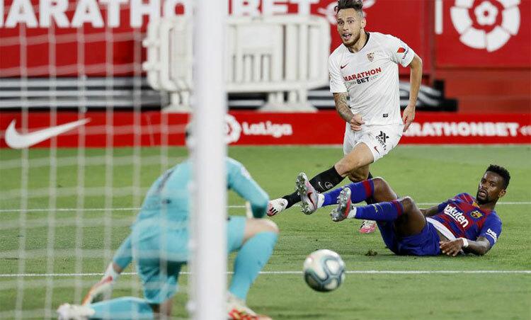 Sevilla bỏ lỡ không ít cơ hội trước khung thành Barca.