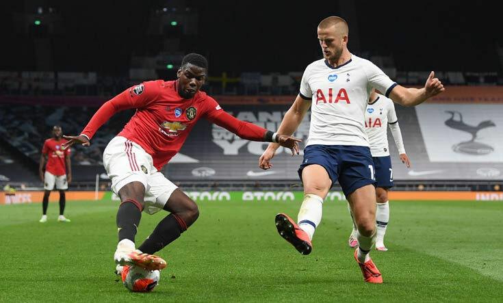 Pogba (áo đỏ) tỏa sáng khi Man Utd cần bàn thắng. Ảnh: Reuters.