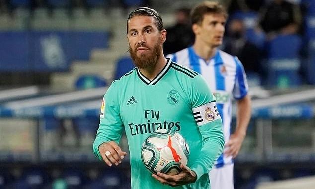 Ramos mở tỷ số trong trận gặp Sociedad trên chấm 11m. Ảnh: Reuters.