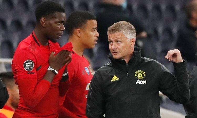 Solskjaer hài lòng với đội hình hiện tại của Man Utd. Ảnh: Reuters.