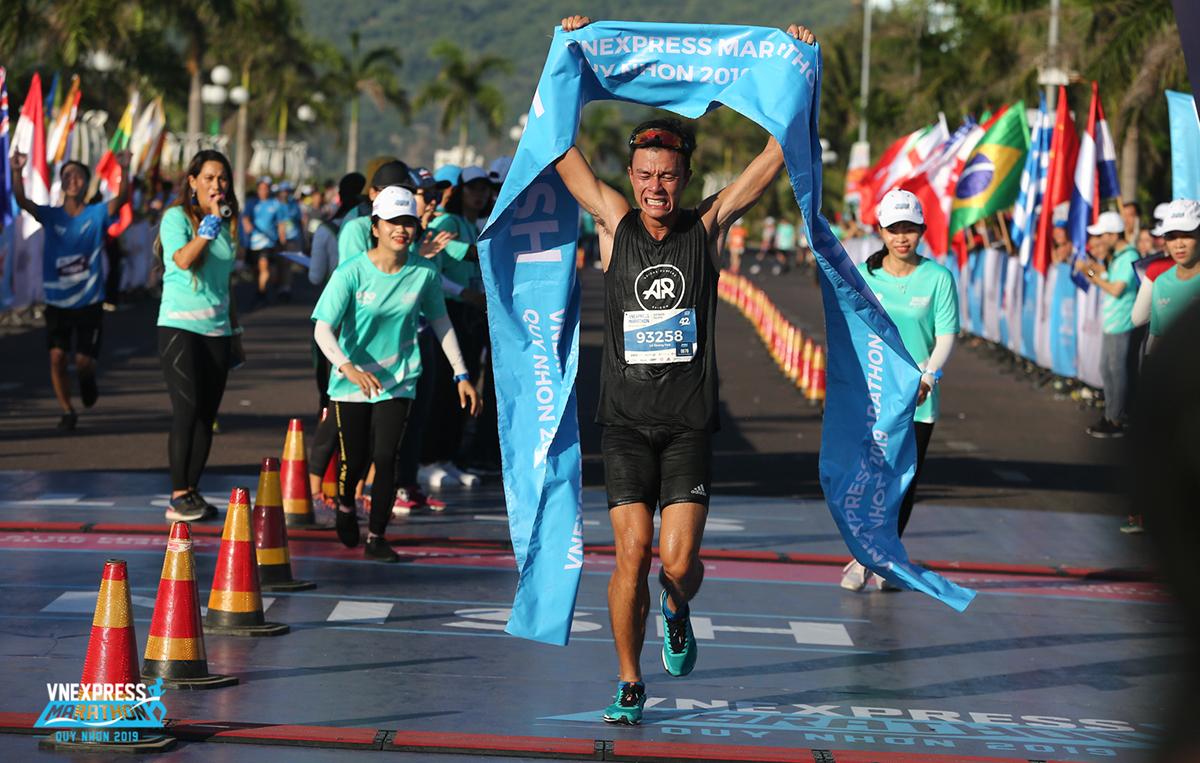 Lê Quang Hòa vô địch cự ly full marathon dành cho nam
