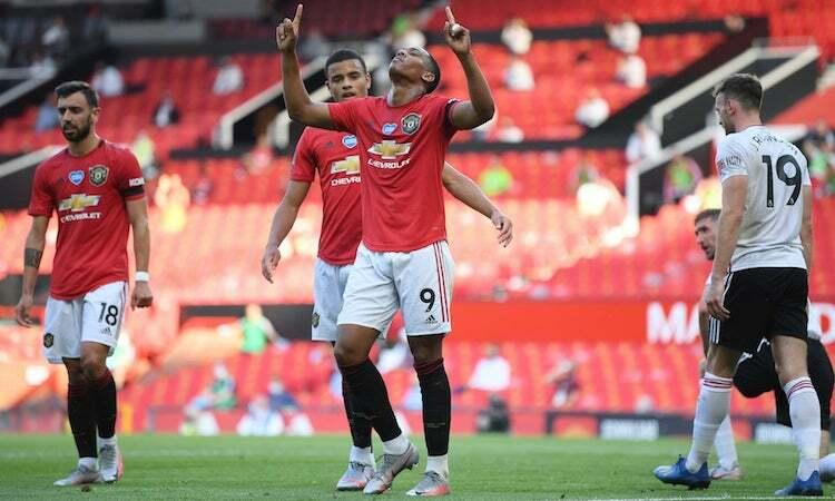 Martial là cầu thủ Man Utd đầu tiên ghi hat-trick ở Ngoại hạng Anh thời kỳ hậu Ferguson. Ảnh: Reuters.