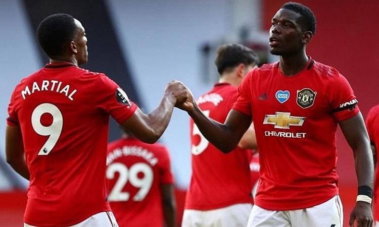 Neville cho rằng Pogba nên được đá cao hơn. Ảnh: Reuters.