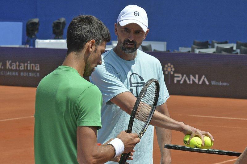Ivanisevic (phải) cùng học trò Djokovic dính nCoV. Ảnh: AP.