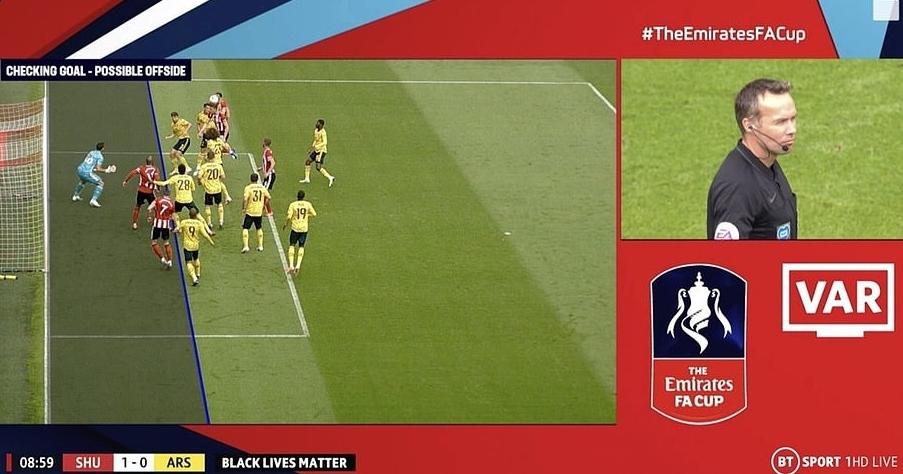 VAR có hai quyết định có lợi cho Arsenal. Đầu tiên là xác định cầu thủ Sheffield việt vị khi ghi bàn ở phút thứ chín, sau đó trao phạt đền cho Pepe giữa hiệp một.