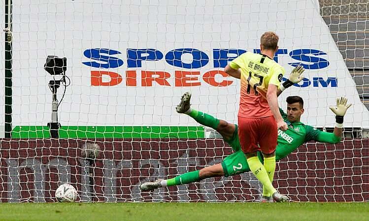 De Bruyne ghi bàn trong ngày sinh nhật. Ảnh: FA.