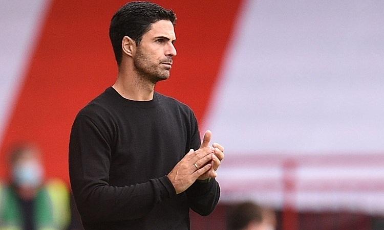 Van Persie cho rằng Arteta cần cải thiện tinh thần chiến đấu của các hậu vệ. Ảnh: Reuters.