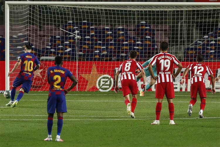 Bàn thứ 700 của Messi không đủ mang lại chiến thắng.