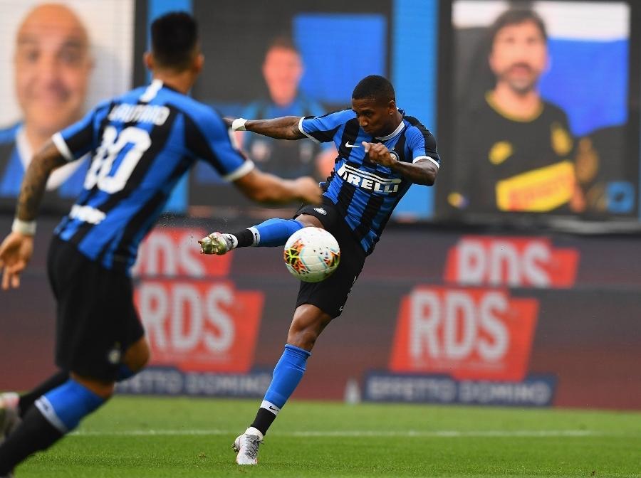 Pha vô-lê mở tỷ số của Young. Ảnh: Inter.it