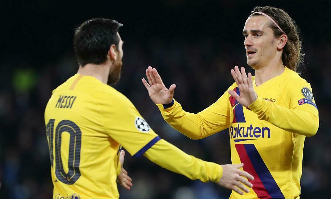 Griezmann (phải) không được lòng Messi. Ảnh: AS.