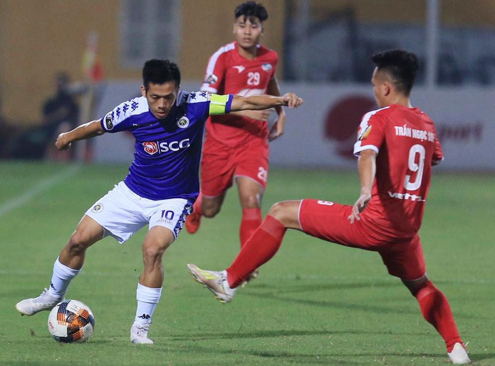 Thủ quân Nguyễn Văn Quyết đang gặp vấn đề tâm lý khi đá hỏng 11m, khiến Hà Nội thua Sài Gòn ở vòng bảy V-League 2020.