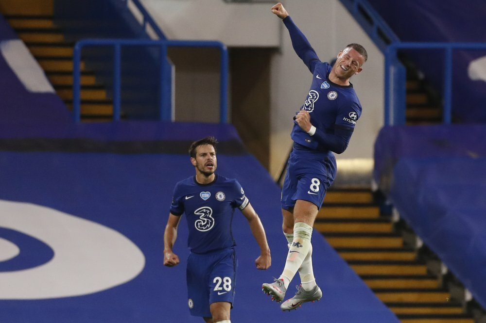 Barkley (phải) ghi bàn và kiến tạo trong trận thắng Watford. Ảnh: AP.