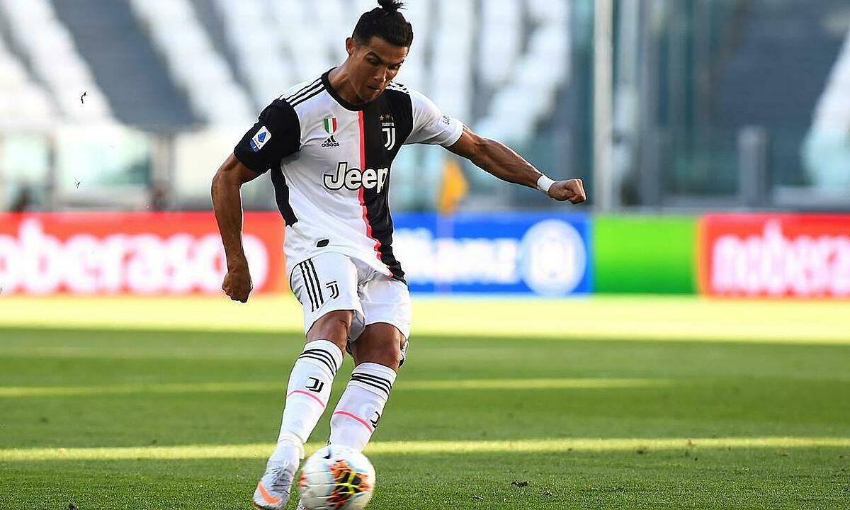 Ronaldo giải cơn khát bàn thắng từ đá phạt trực tiếp. Ảnh: Reuters.