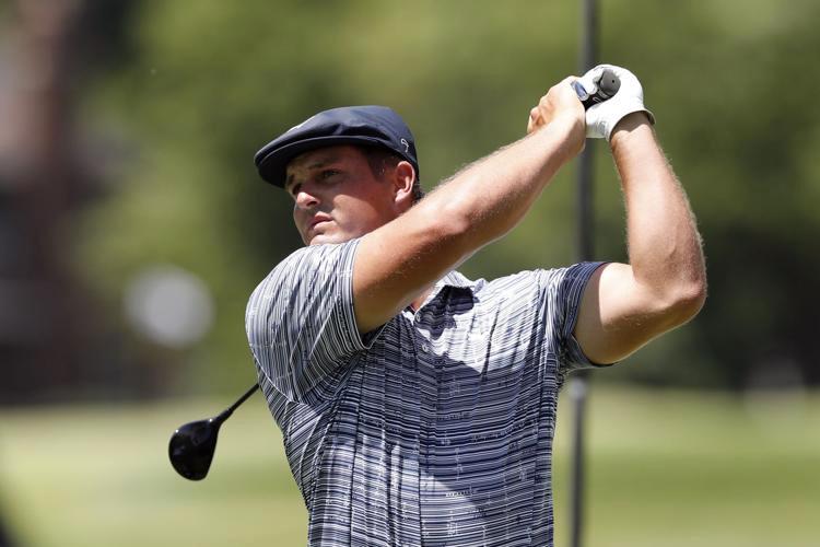 Vóc dáng vạm vỡ giúp DeChambeau lợi hại hơn hẳn ở các cú phát bóng kể từ khi trở lại PGA Tour. Ảnh: AP.