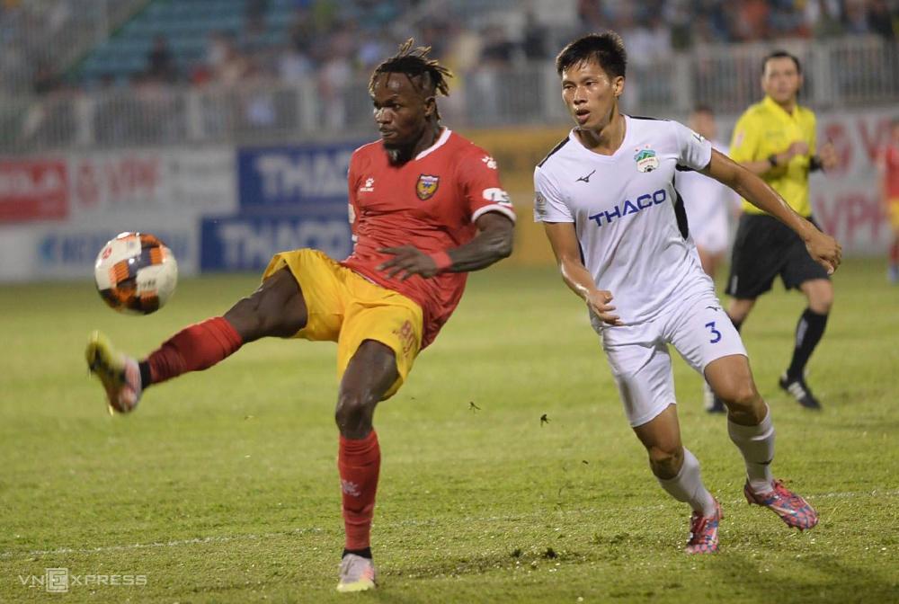 Hà Tĩnh đá áp đảo nhưng không thể ghi bàn, thua 0-1 trên sân Pleiku ngày 6/7.