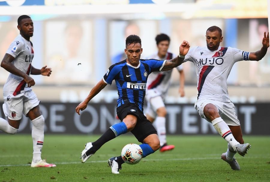 Martinez (xanh) bỏ lỡ nhiều cơ hội ở trận này. Ảnh: Inter.it