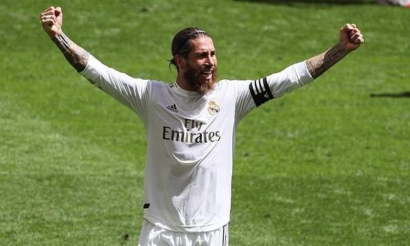 Ramos được xem là đội trưởng vĩ đại nhất trong lịch sử Real. Ảnh: EPA.
