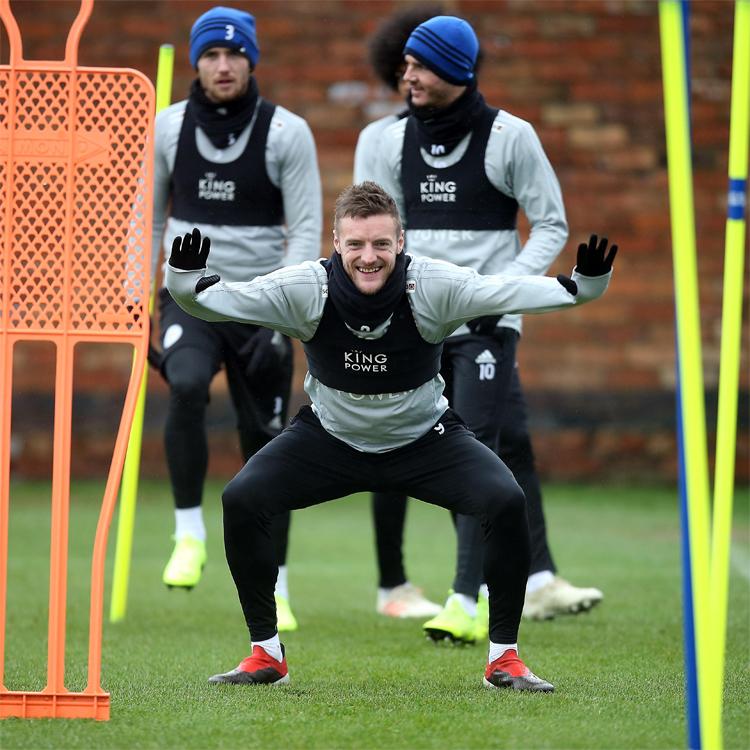 Từng nghiện ngập và sống không mục đích, Vardy dần trở thành đàn anh, được xem là hình mẫu chuyên nghiệp ở Leicester City. Ảnh: Reuters.