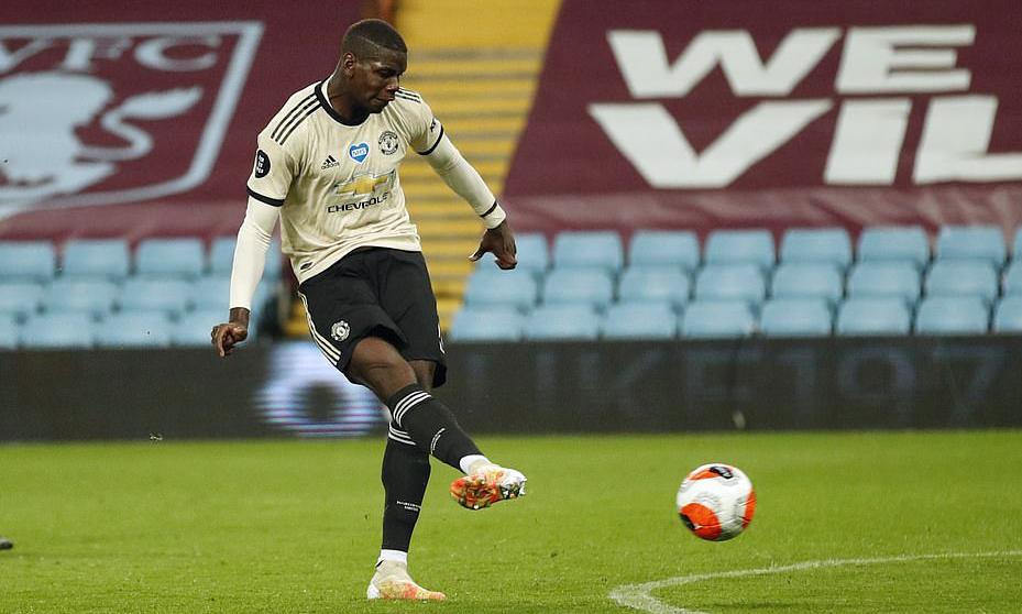 Pogba ấn định chiến thắng 3-0 trước Aston Villa. Từ chỗ vùng vằng đòi đi, Pogba vui vẻ trở lại và chơi ăn ý với Fernandes. Ảnh: Reuters.