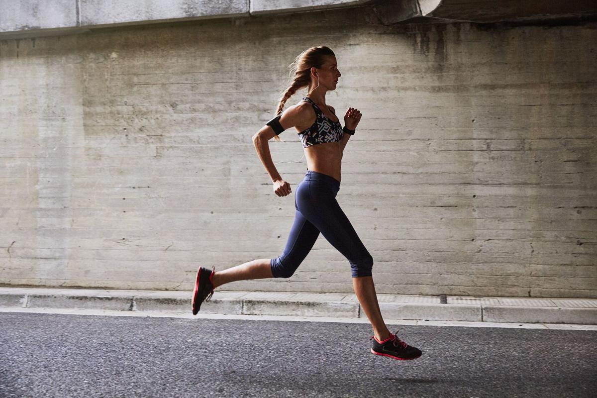 Với người mới bắt đầu, bạn đi bộ rồi sau đó tăng dần thời gian chạy bộ.