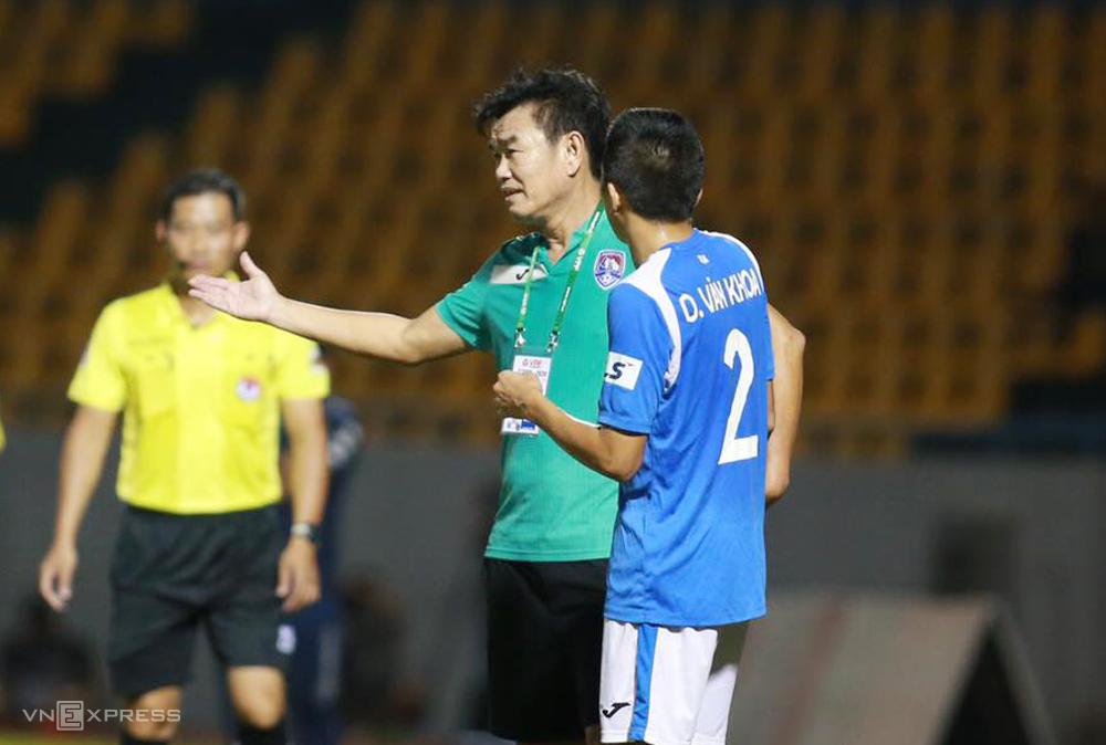 HLV Phan Thanh Hùng cho rằng Quảng Ninh không may mắn nên thua TP HCM. Ảnh: Lâm Thoả