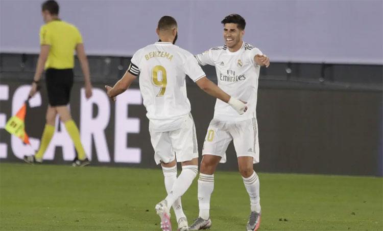 Benzema và Asensio mang về hai bàn quan trọng cho Real.