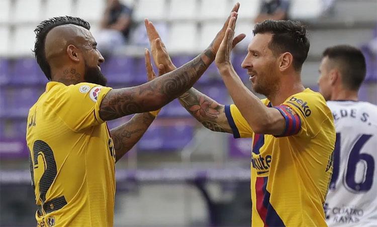 Vidal ghi bàn thắng quý giá cho Barca. Ảnh: AP.