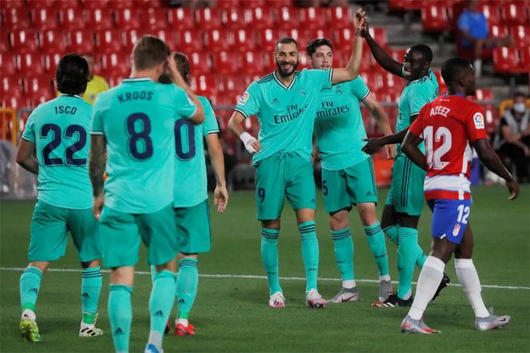 Real nắm lợi thế lớn với hai bàn thắng sớm.