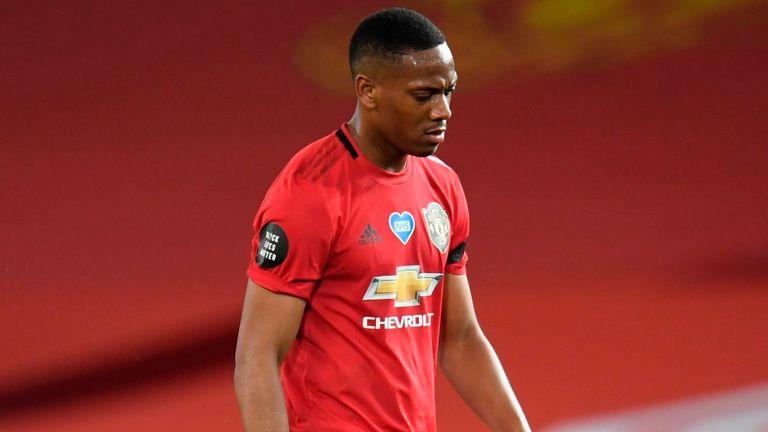 Martial thất vọng khi đội nhà thủng lưới ở cuối trận. Ảnh: Sky.