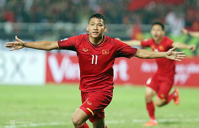 Anh Đức ăn mừng khi ghi bàn, giúp Việt Nam thắng Malaysia 1-0 trong trận chung kết lượt về AFF Cup 2018 tại Mỹ Đình.