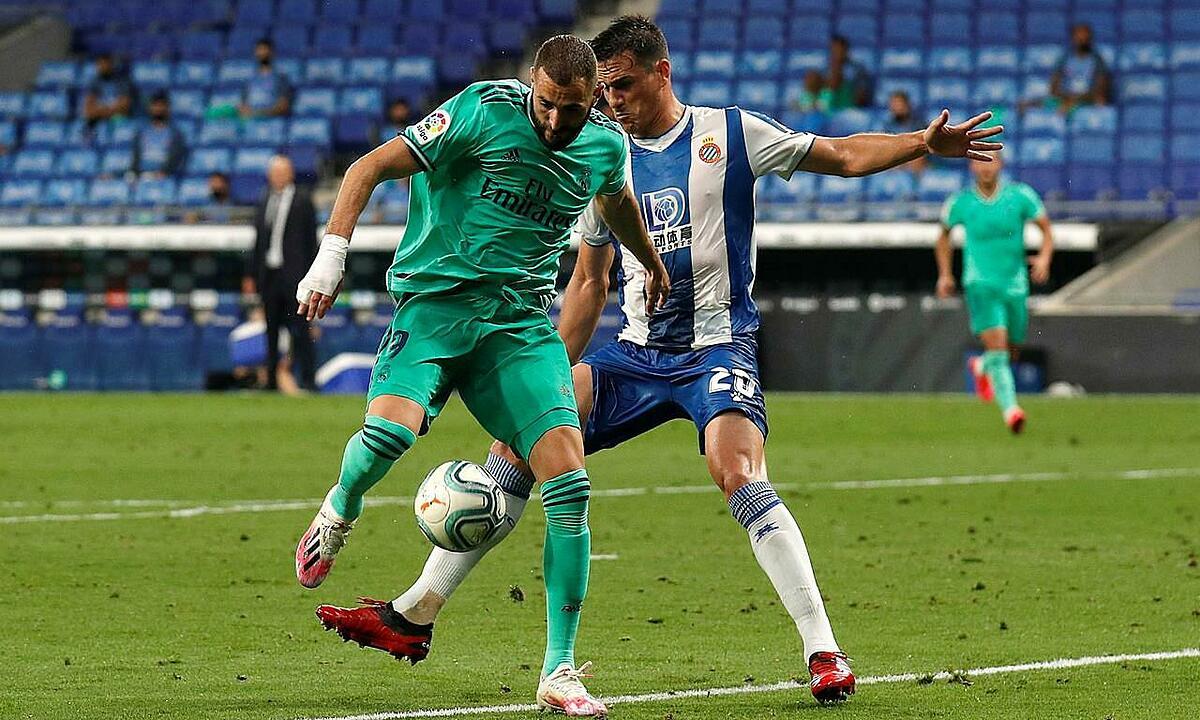 Benzema có thể tận dụng điểm yếu hàng thủ Villarreal để đua bàn thắng với Messi. Ảnh: Reuters.