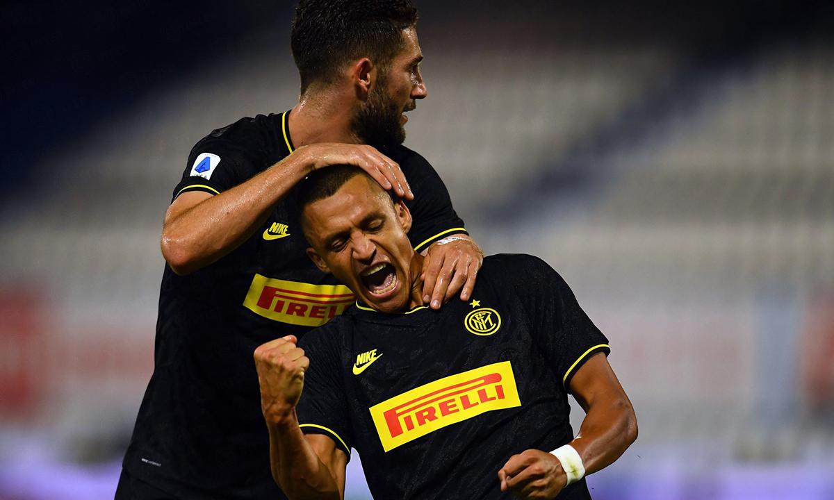 Sanchez (phải) có trận thứ hai liên tiếp tỏa sáng. Ảnh: Inter FC.