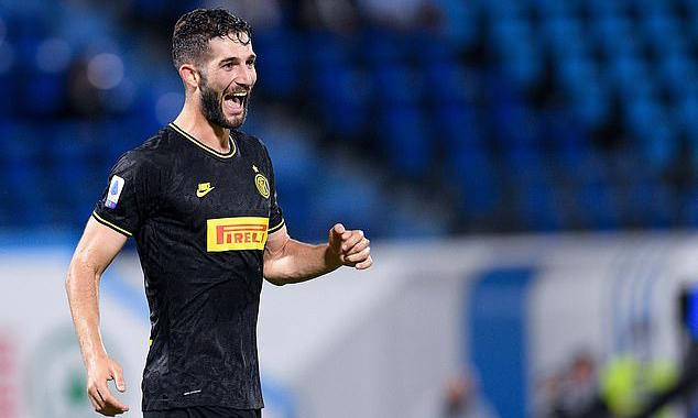 Gagliardini ấn định tỷ số 4-0 cho Inter. Ảnh: PA.
