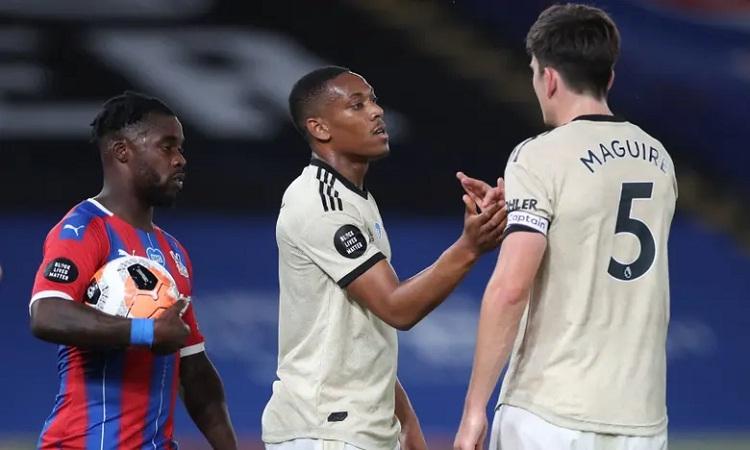 Man Utd tiếp tục bám đuổi Chelsea và Leicester. Ảnh: Reuters.