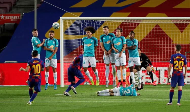 Messi là cầu thủ duy nhất chơi tốt trong hơn chục cầu thủ chủ nhà.