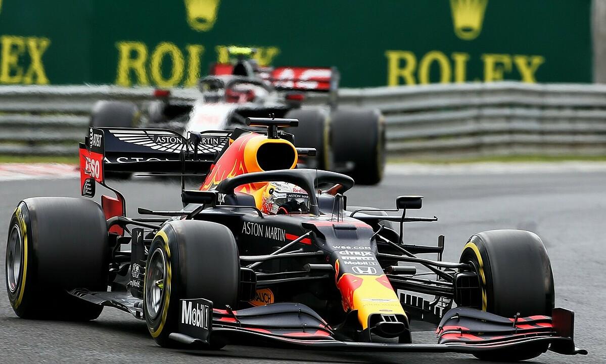 Verstappen vươn lên vị trí thứ ba trong cuộc đua vô địch. Ảnh: XPB.