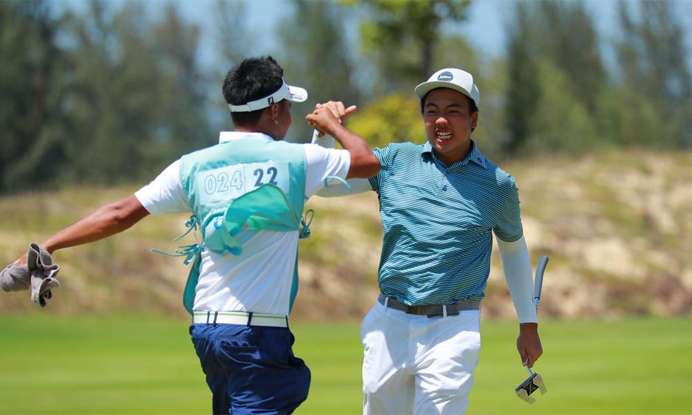 Đặng Minh (phải) vui mừng sau khi vô địch. Ảnh: Golf News / Duy Dương.
