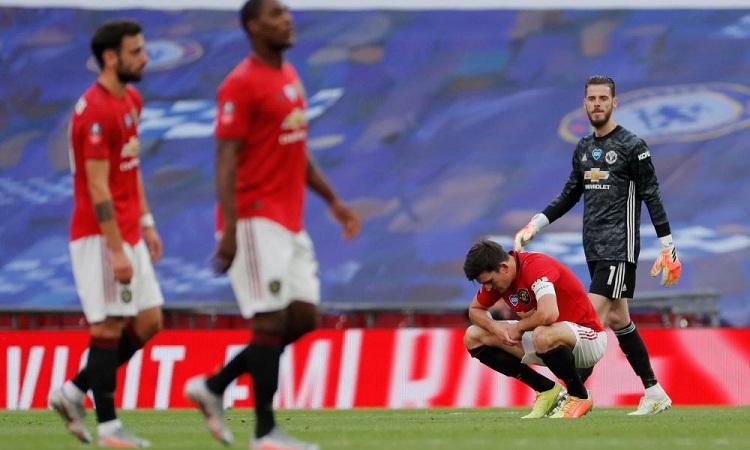 Các trụ cột ở hàng thủ Man Utd mắc sai lầm, khiến đội nhà thất bại cay đắng. Ảnh: Guardian.