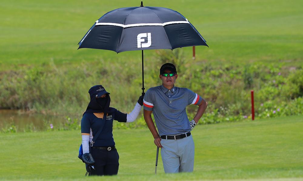Công Vinh (phải) lẽ ra có thể đạt kết quả tốt hơn tại VAO 2020. Ảnh: Golf News / Duy Dương.