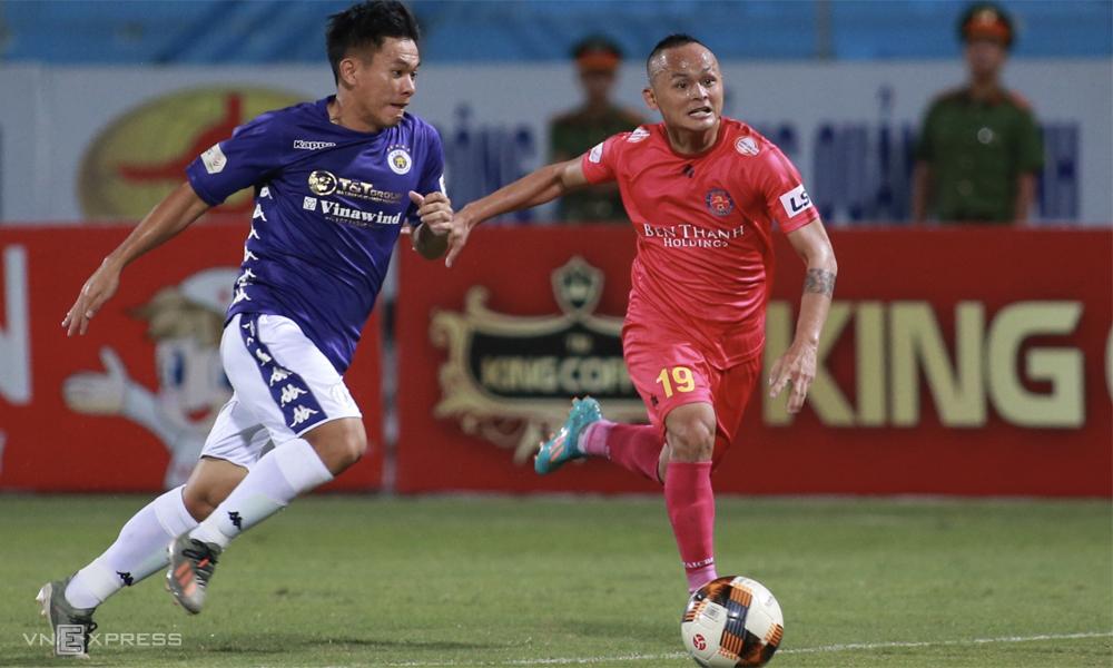 Chiến thuật như được lập trình và những con người phù hợp đang gúp Sài Gòn FC (áo đỏ) thăng hoa. Ảnh: Lâm Thỏa.