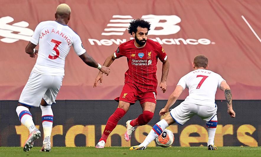 Salah (giữa) tiếp tục là cầu thủ ghi nhiều bàn nhất cho Liverpool mùa này, với 17 bàn ở Ngoại hạng Anh. Ảnh: PA.