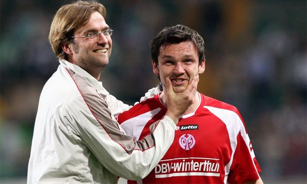 Klopp bắt đầu sự nghiệp cầm quân với Mainz, nơi ông từ một cầu thủ được chỉ định làm HLV của đội.
